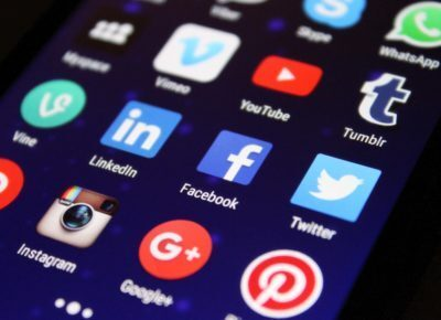 Pantalla con iconos de principales redes sociales